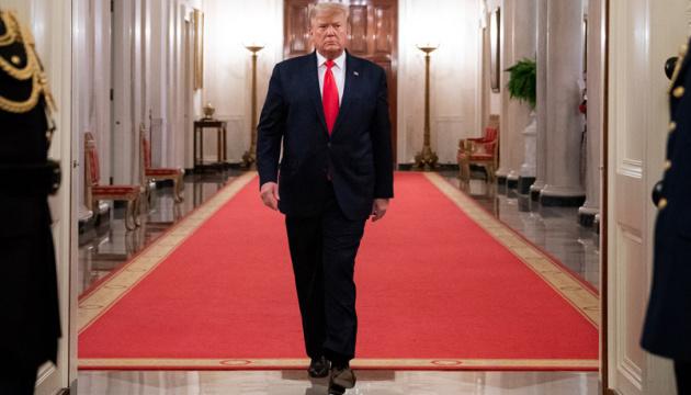 Трамп расширил действие военного закона на выпуск аппаратов ИВЛ