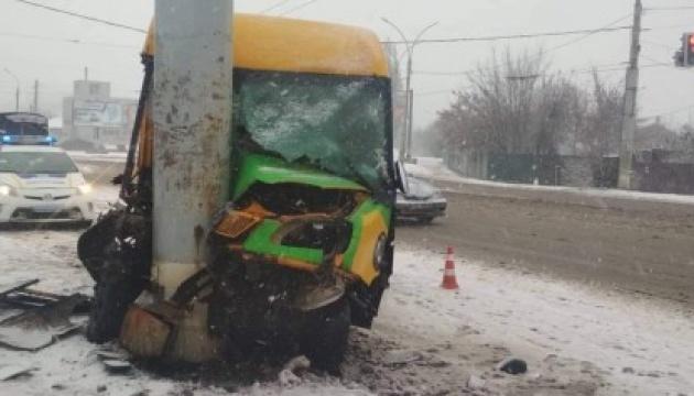 У Сумах маршрутка з пасажирами в'їхала у стовп, 10 постраждалих