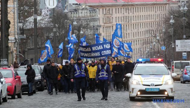 «Vague de colère«: Des syndicats bloquent le quartier gouvernemental