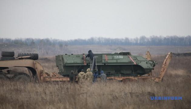 На полигоне под Харьковом проверили на прочность швы корпуса для БТР-4Е