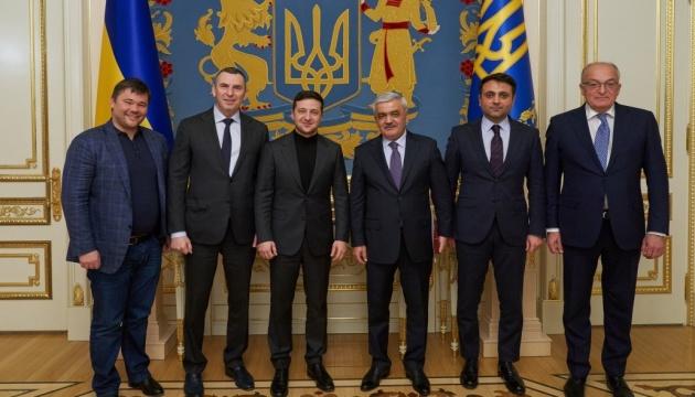 Зеленский обсудил с президентом SOCAR совместные проекты в Украине