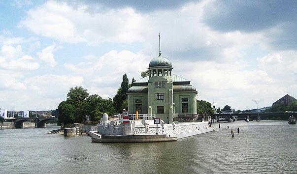 14-перша чеська електростанція змінного струму у Празі