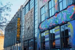 Туристический Тбилиси: если цена отеля «кусается», то швейной фабрики - нет
