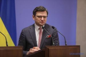 Kuleba: Ucrania puede adherirse a la OTAN incluso con los territorios ocupados