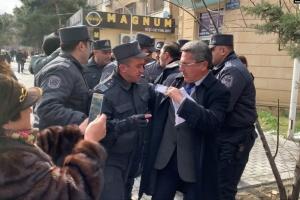 Полиция разогнала акцию оппозиции в Баку, задержав лидеров оппозиции