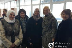 """Денісова на """"Чонгарі"""" зустрілася з адвокатами та дружинами ув'язнених кримських татар"""