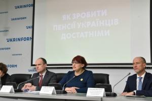Зачем украинцам обязательные накопительные пенсии