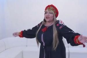 """Amerykańska piosenkarka zachwyca wykonaniem ukraińskiej piosenki """"Dwa kolory"""""""
