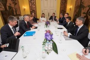 Zelensky trata con Stoltenberg la cooperación con la OTAN y la situación en el Donbás