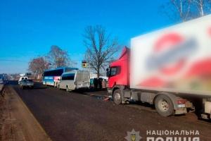 Поблизу Полтави зіткнулися вантажівка та два автобуси