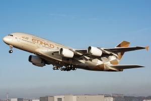Найбільший у світі пасажирський літак сів у Лондоні попри шторм