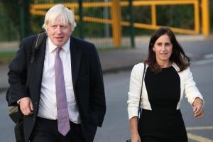 Джонсон официально разводится после двух лет судов