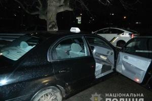 В Киеве иностранцы избили таксиста и украли авто