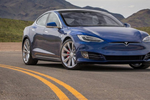Tesla отзывает почти 30 тысяч электрокаров