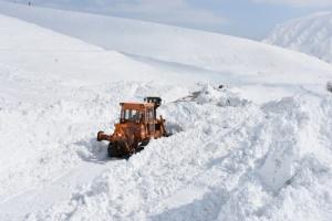 На востоке Турции из-за схода лавины закрыли шоссе