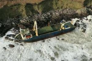 """До узбережжя Ірландії прибився величезний """"корабель-привид"""""""