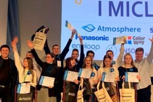 Школярки з Дніпропетровщини представлять свої екорозробки на конкурсі у США