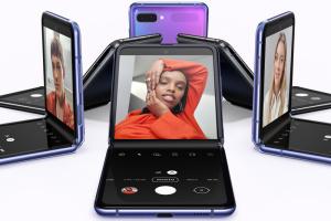 """Samsung продаватиме скляне покриття для """"гнучких"""" смартфонів"""