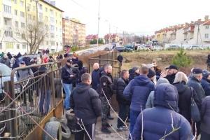 У Винниках під Львовом протестують проти евакуації українців з Уханя до місцевого госпіталю