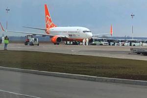 """В аеропорту """"Бориспіль"""" приземлився літак з евакуйованими з Китаю"""