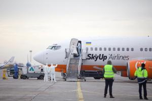 Евакуація з Уханя: літак SkyUp і місце його стоянки пройдуть санобробку