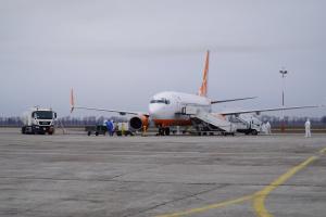 """У """"Борисполі"""" відмовляються їхати на обсервацію 50 осіб з рейсу Доха–Київ"""