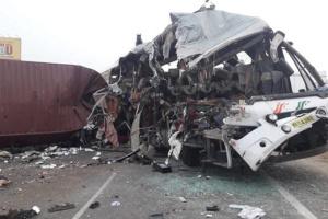 В Індії вантажівка в'їхала у пасажирський автобус — 19 загиблих