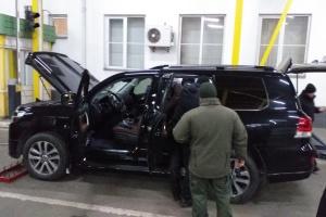 На кордоні затримали контрабандиста на авто із дипномерами
