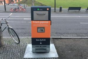 """У Берліні """"розумні"""" урни живляться сонячною енергією і пресують сміття"""