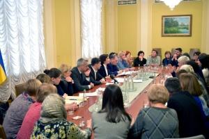 Зеленський пообіцяв рідним Героїв Небесної Сотні завершити розслідування справ Майдану