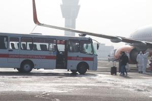 Евакуйованих з Китаю везуть у медцентр на Полтавщині у супроводі поліції