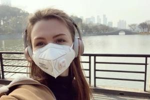 Зеленський подзвонив українці, яка через собаку лишилася в Китаї
