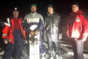 Закарпатські рятувальники знайшли заблукалих у горах сноубордистів