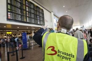 """Поліція в аеропорту Брюсселя протестує, працюючи """"суворо за інструкцією"""""""
