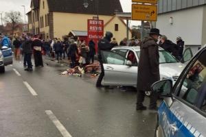 У Німеччині авто в'їхало у натовп, десятеро постраждалих