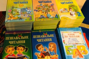 Українська школа в Стокгольмі отримала нові підручники