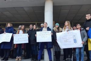 Журналісти UA:Запоріжжя вийшли на акцію протесту