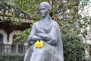 В окупованому Криму принесли квіти до пам'ятника Лесі Українці