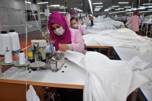 Фабрика в Туреччині отримала мільйон замовлень на спецодяг проти коронавірусу