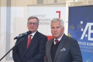 Експрезиденти Польщі закликали владу країни допомогти українським заробітчанам