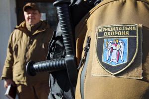 Под присмотром «муниципалов»: киевские больницы и парки доверили ветеранам