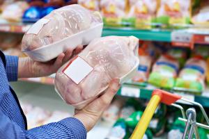 """Дешева курятина: споживачі радіють, експортери - """"чухають потилиці"""""""