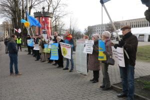 У Ризі під посольством РФ пройшов пікет проти окупації Криму