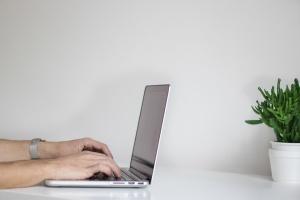 """В Україні запустили """"ґрінкарту"""" для IT-спеціалістів з-за кордону"""