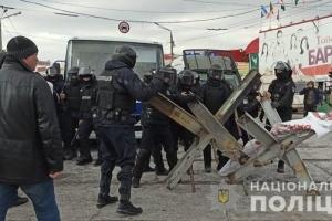 """Столкновения на """"Барабашово"""": в полицию забрали 20 участников"""