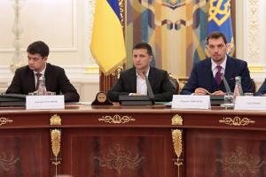 До Зеленського позитивно ставляться 47% українців, до Разумкова — 21%, до Гончарука — 8%