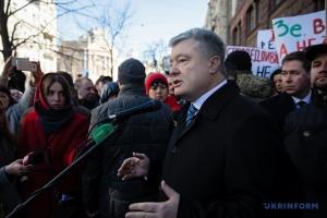 Poroshenko comparece ante la Oficina Estatal de Investigaciones para ser interrogado