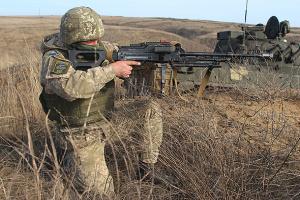 """Окупанти 13 разів порушили """"тишу"""", по захисниках Павлополя гатили зі 120 калібру"""