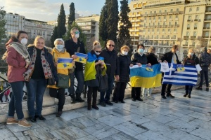 Українці Греції нагадали флешмобом, що російська пропаганда страшніша за коронавірус