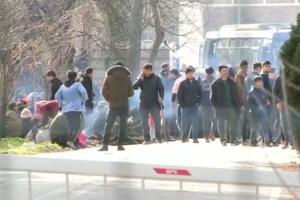 На границе с Турцией мигрантов разогнали слезоточивым газом
